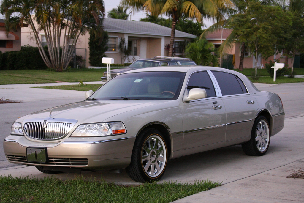 Rey 1178 2004 Lincoln Town Car Specs Photos Modification Info At