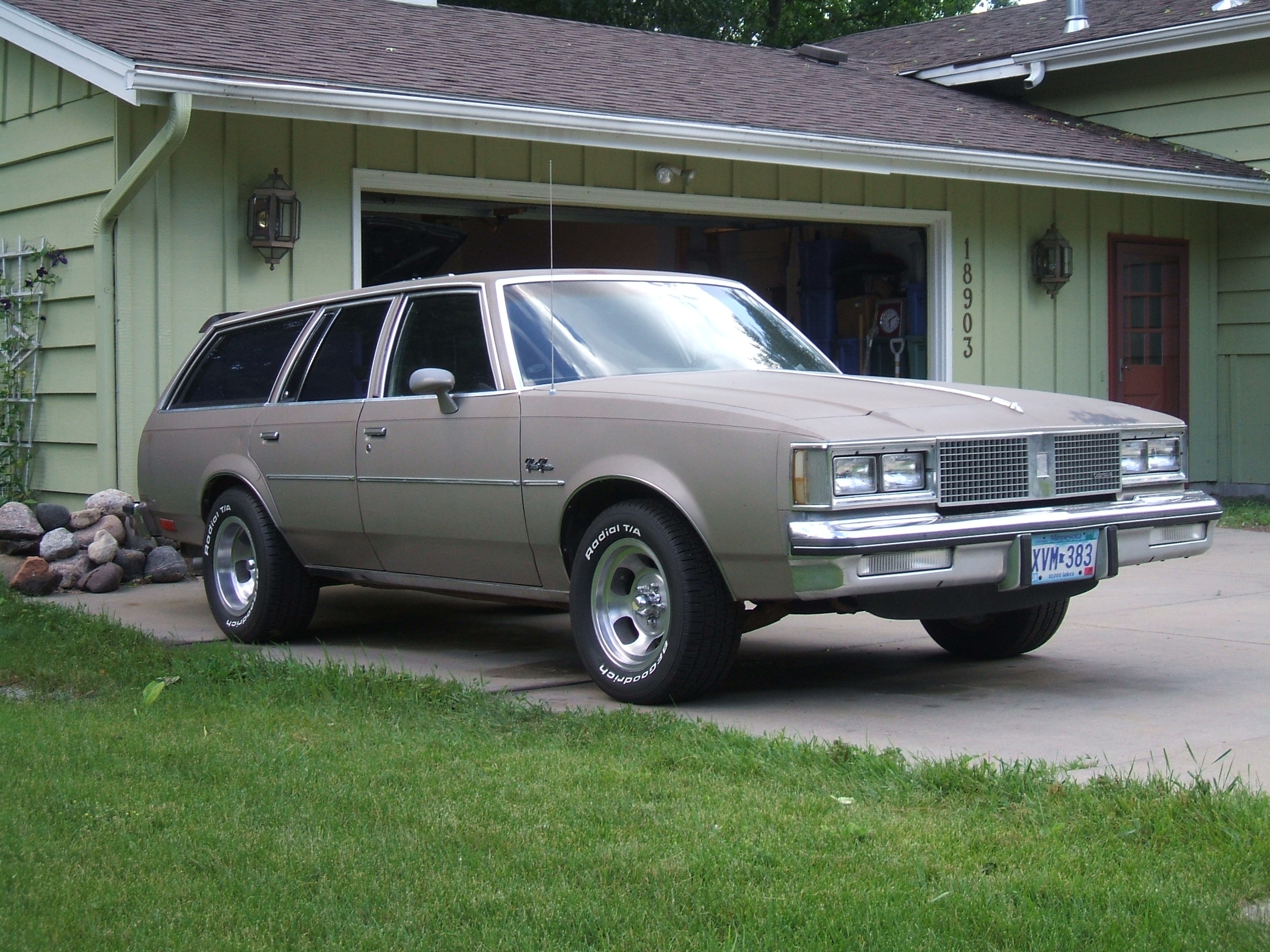 Blake442's 1983 Oldsmobile Cutlass Cruiser