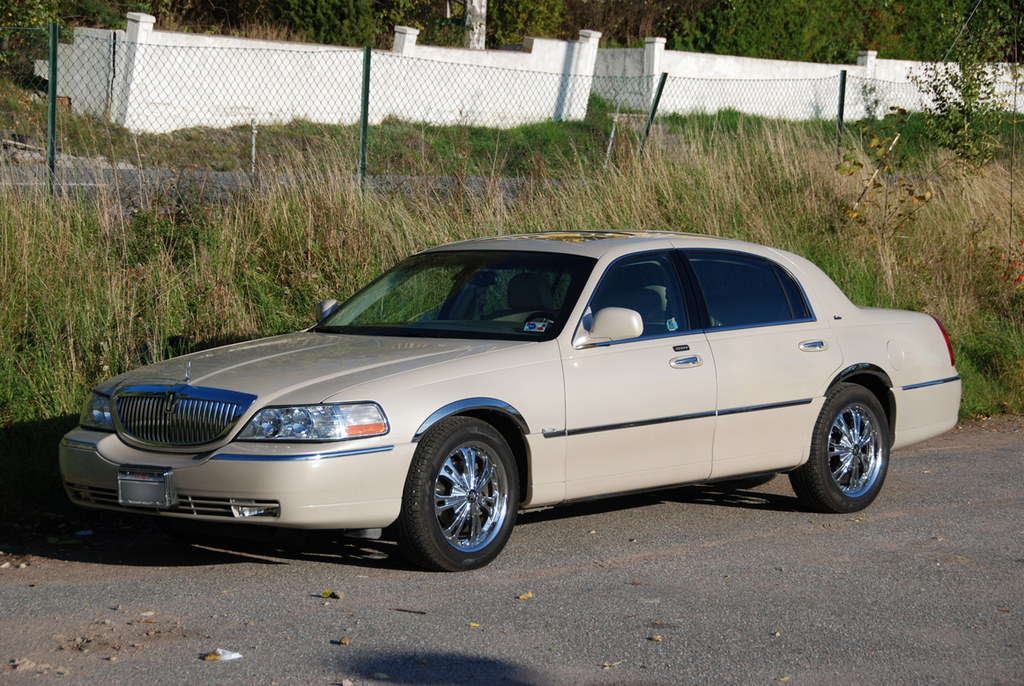 the owner 2003 lincoln town car specs photos modification info at cardomain. Black Bedroom Furniture Sets. Home Design Ideas