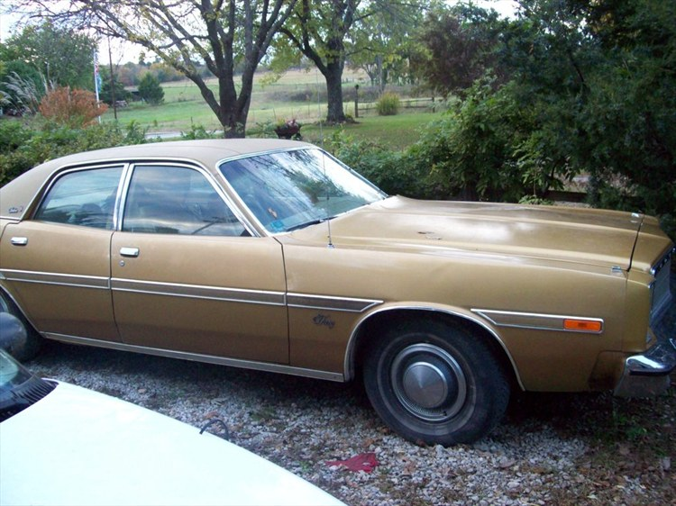 Photos of plymouth gran fury photo galleries on flipacars for 1976 plymouth fury salon
