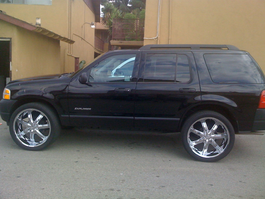 money_376 2005 Ford Explorer 12156976