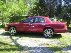 TAMBOO04 2001 Ford Crown Victoria