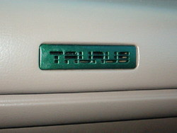 flagstangs 1993 Ford Taurus