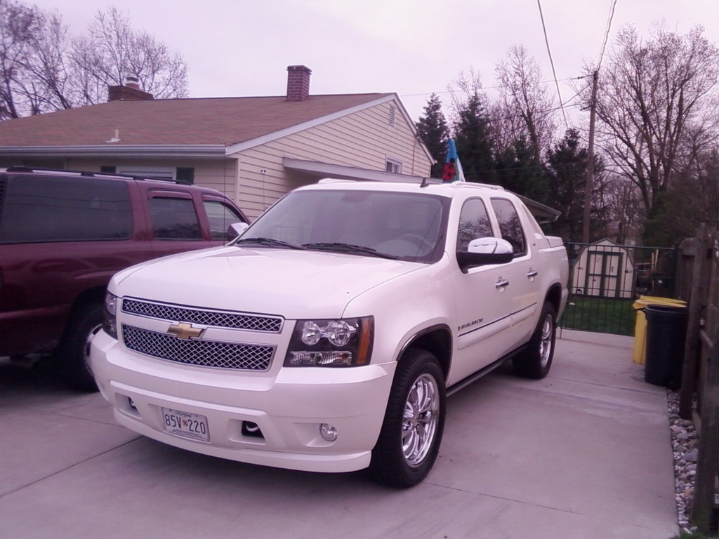chevy silverad0 2009 chevrolet avalanche specs photos modification info at cardomain. Black Bedroom Furniture Sets. Home Design Ideas