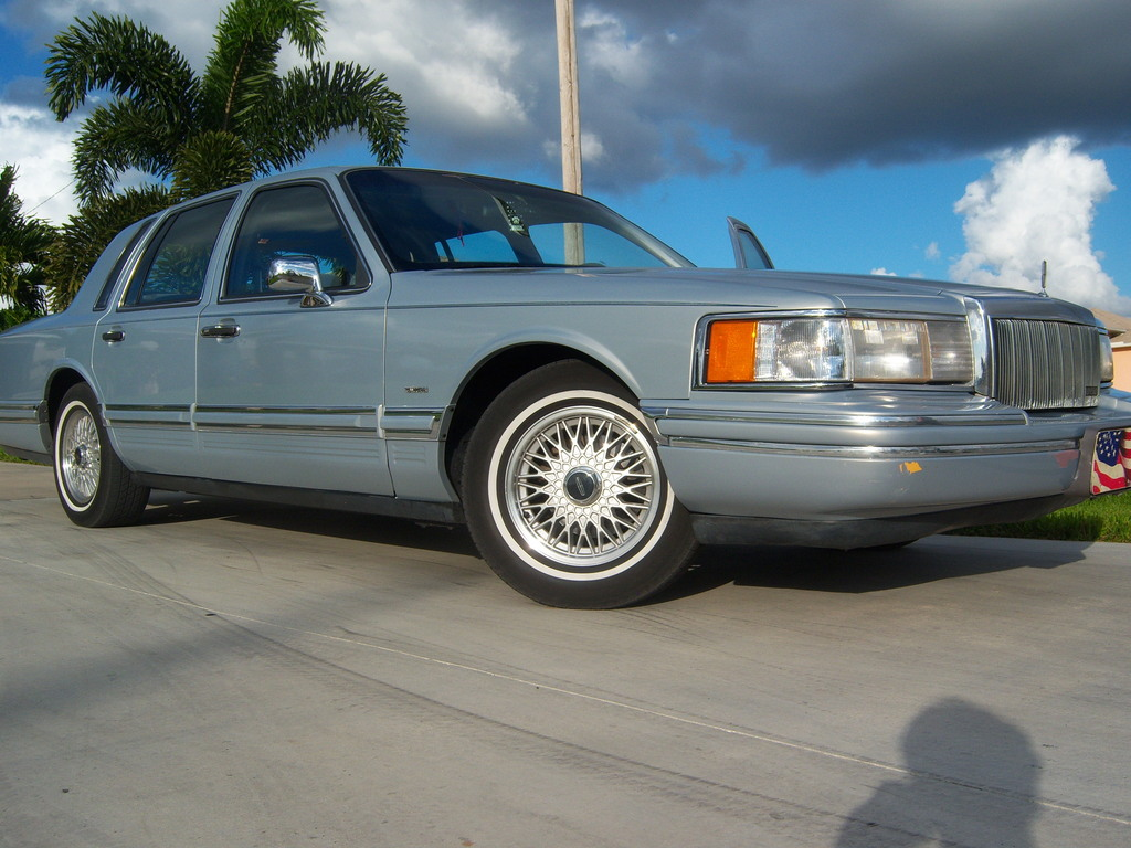 marcus239 39 s 1993 lincoln town car in cape coral fl. Black Bedroom Furniture Sets. Home Design Ideas