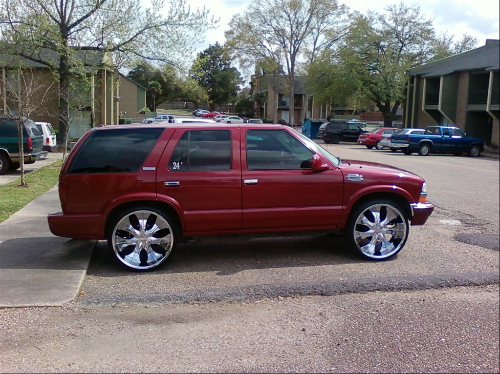 Pimped Out Chevy Blazer http://www.cardomain.com/ride/3192625/1998-chevrolet-s10-blazer/