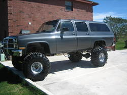 91 Suburban Lifted http://www.cardomain.com/ride/3831075/1991-chevrolet-suburban-1500/