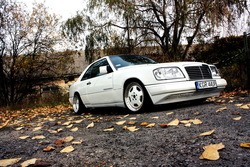 Kuba_krks 1992 Mercedes-Benz E-Class