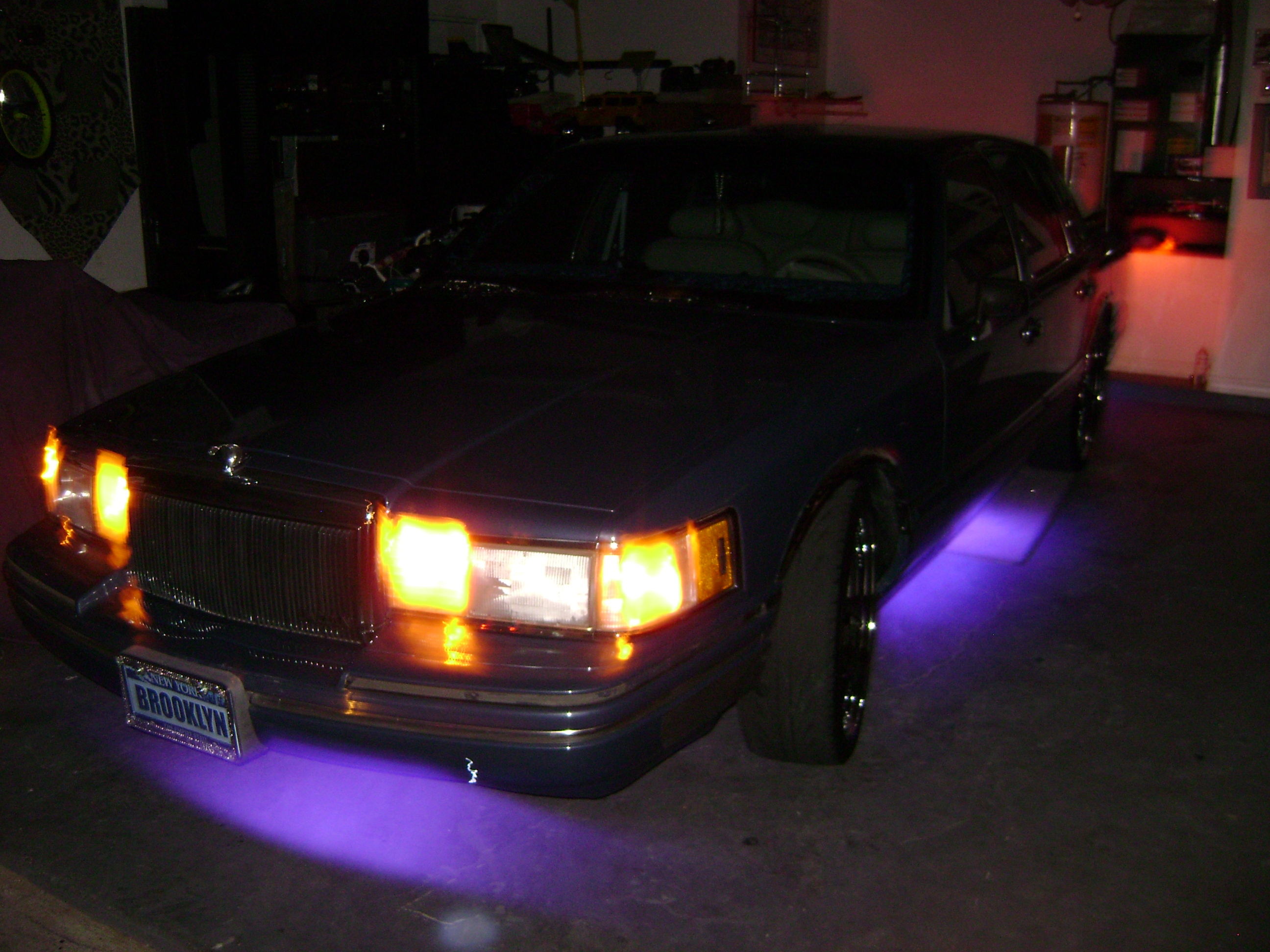johnnyjuice 1991 lincoln town car specs photos modification info at cardomain. Black Bedroom Furniture Sets. Home Design Ideas