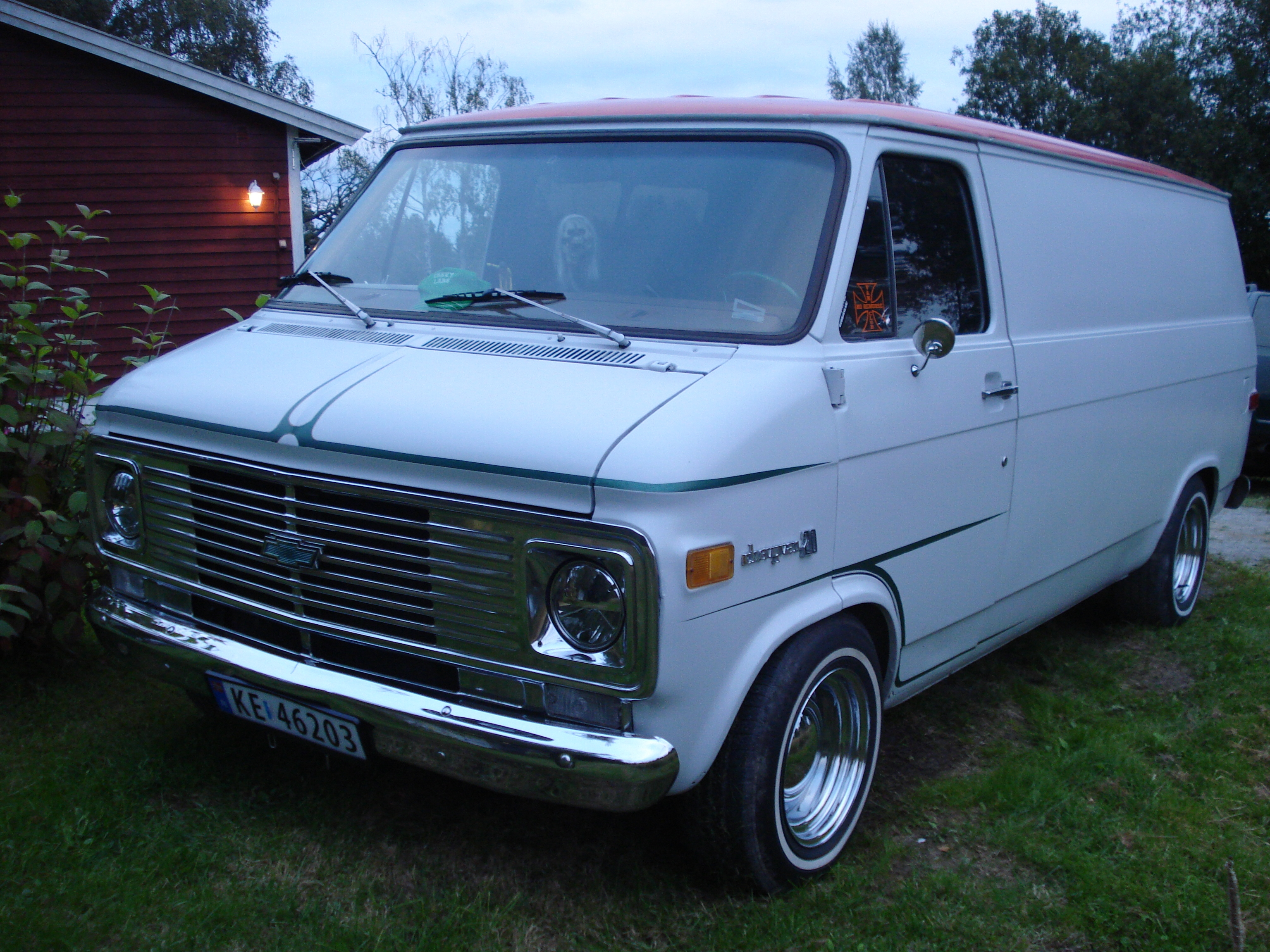 chevylars 1976 chevrolet van specs photos modification info at cardomain. Black Bedroom Furniture Sets. Home Design Ideas