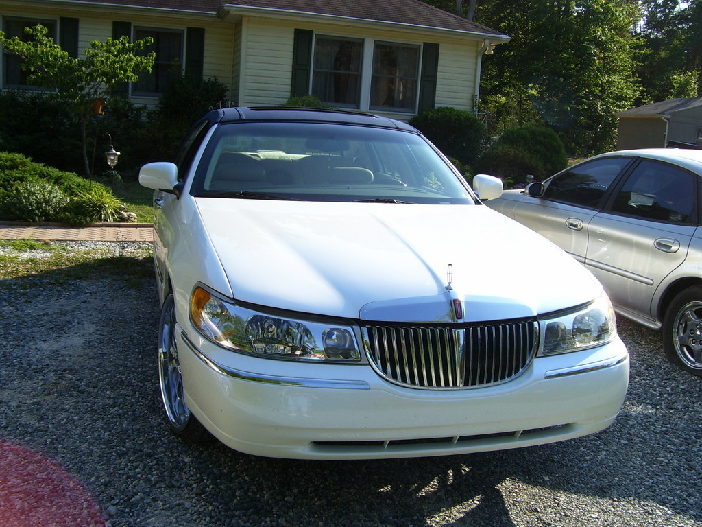 Towncarondubs95 2001 Lincoln Town Car Specs Photos Modification