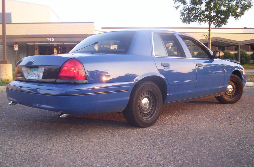 Another Law2687 2000 Ford Crown Victoria post... - 12454226