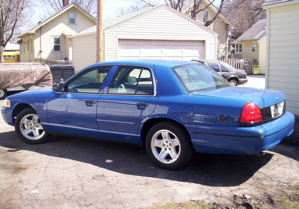 Another Law2687 2000 Ford Crown Victoria post... - 12454245
