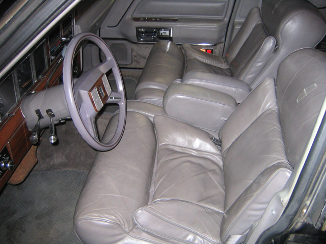 americanluxury 1988 lincoln town car specs photos modification info at cardomain. Black Bedroom Furniture Sets. Home Design Ideas