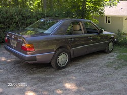 burnt_cookiess 1992 Mercedes-Benz 300E
