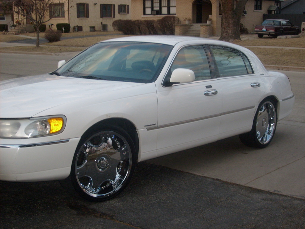 illtown07 39 s 2001 lincoln town car in joliet il. Black Bedroom Furniture Sets. Home Design Ideas