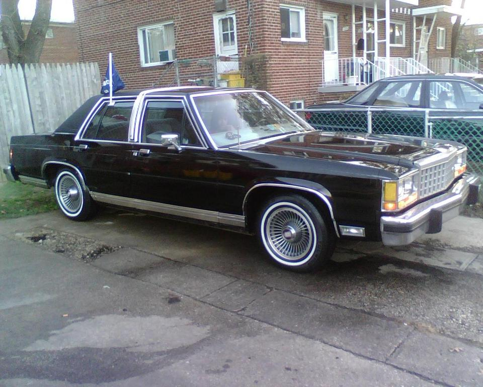 babo1989's 1985 Ford LTD Crown Victoria