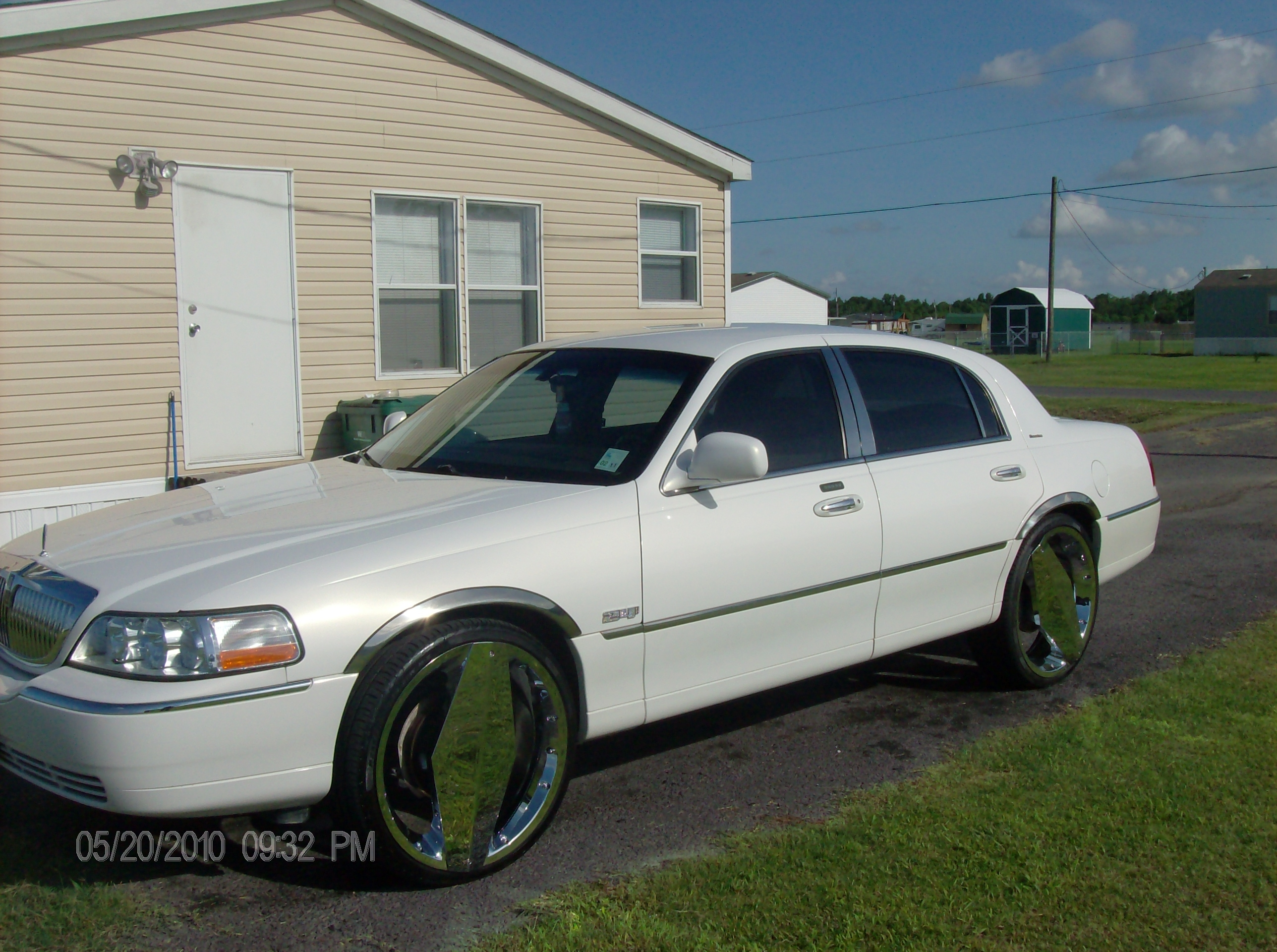 over sold damage car lincoln town all app s