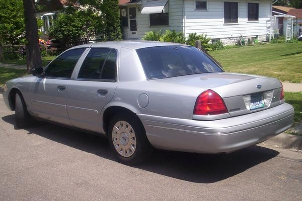 Law2687 2003 Ford Crown Victoria