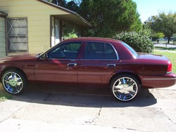 dtowncrownvic24s 2005 Ford Crown Victoria