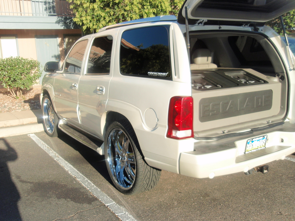 deeznuts21 2004 cadillac escalade specs photos modification info at cardomain. Black Bedroom Furniture Sets. Home Design Ideas