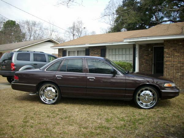 Juicy843 1997 Ford Crown Victoria Specs Photos Modification Info