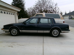 ChryslerVanss 1990 Oldsmobile 98