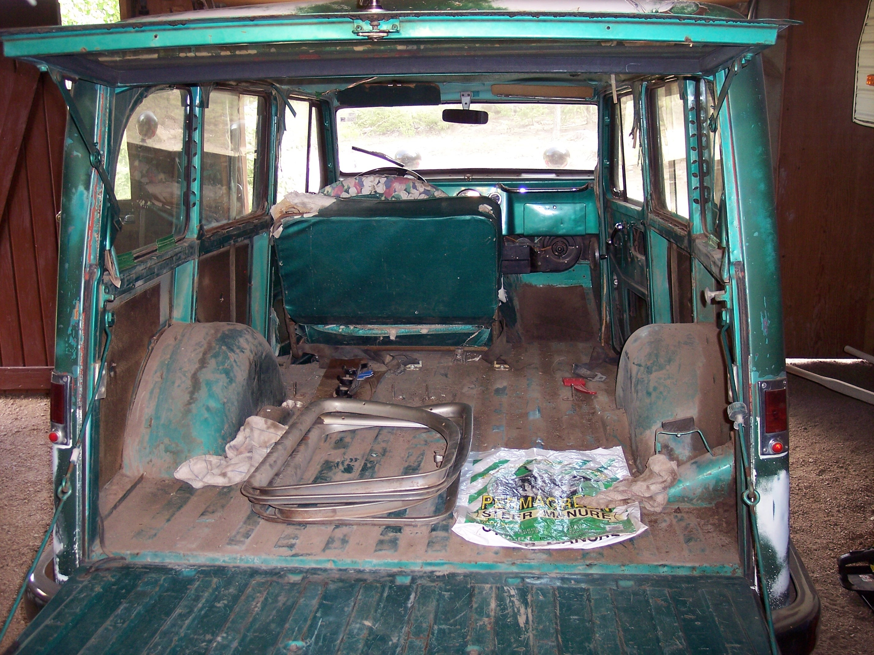 Pivnic 1963 Willys Wagon's Photo Gallery at CarDomain