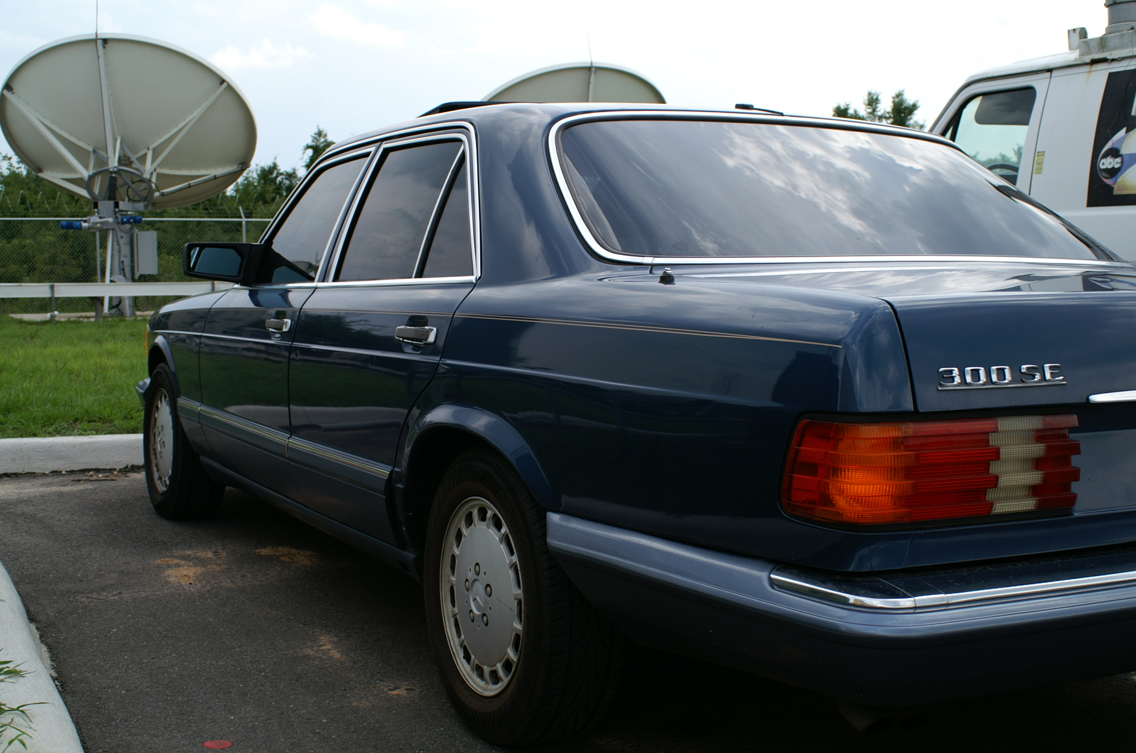 Another tinypanzer 1990 Mercedes-Benz S-Class post... - 12813281
