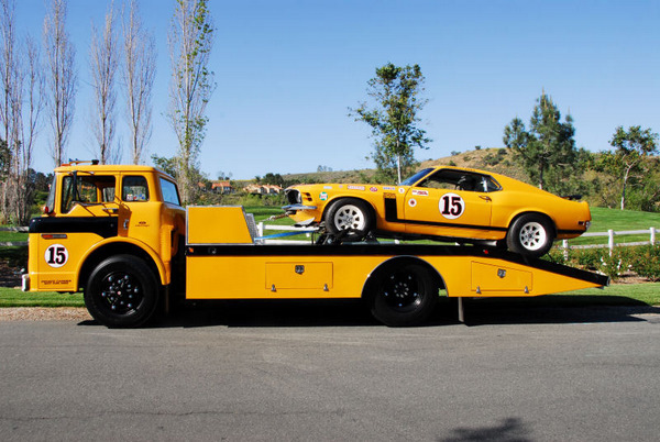 """Ford Louisville racing car hauler """" tribute to Caroll Shelby """" Terminé  - Page 2 33010010410_large"""
