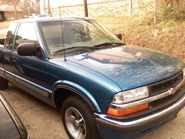 2000bigchevy 2000 Chevrolet S10 Regular Cab 12839144