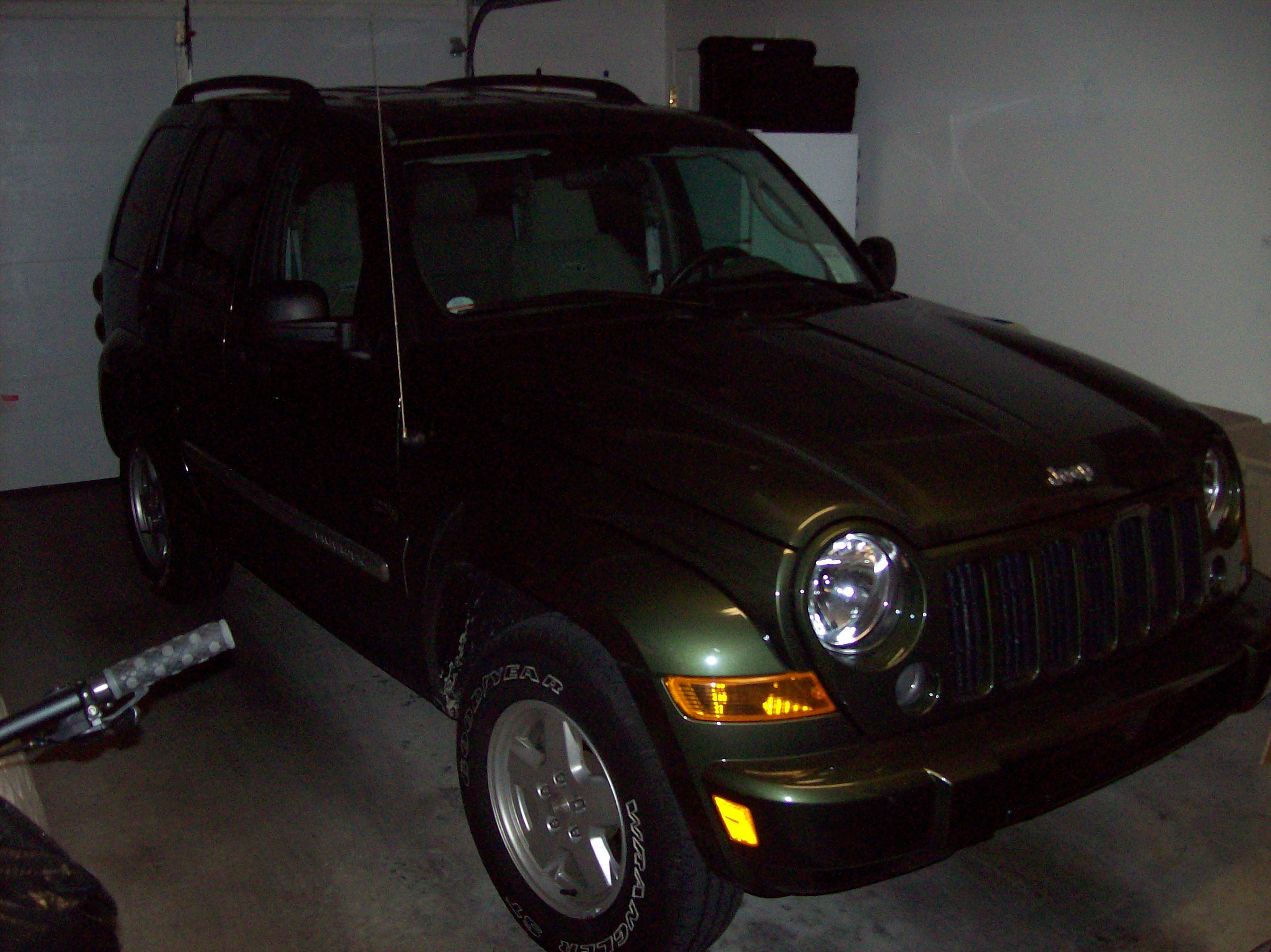 vintageroy13 2006 Jeep Liberty 12827421