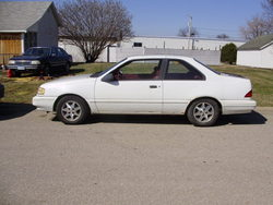 Toyota_toy 1994 Ford Tempo