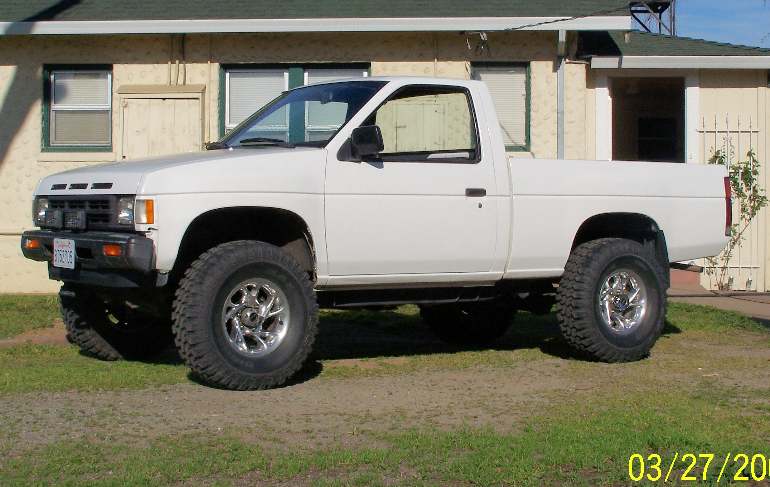 Stretch83's 1990 Nissan D21 Pick-Up