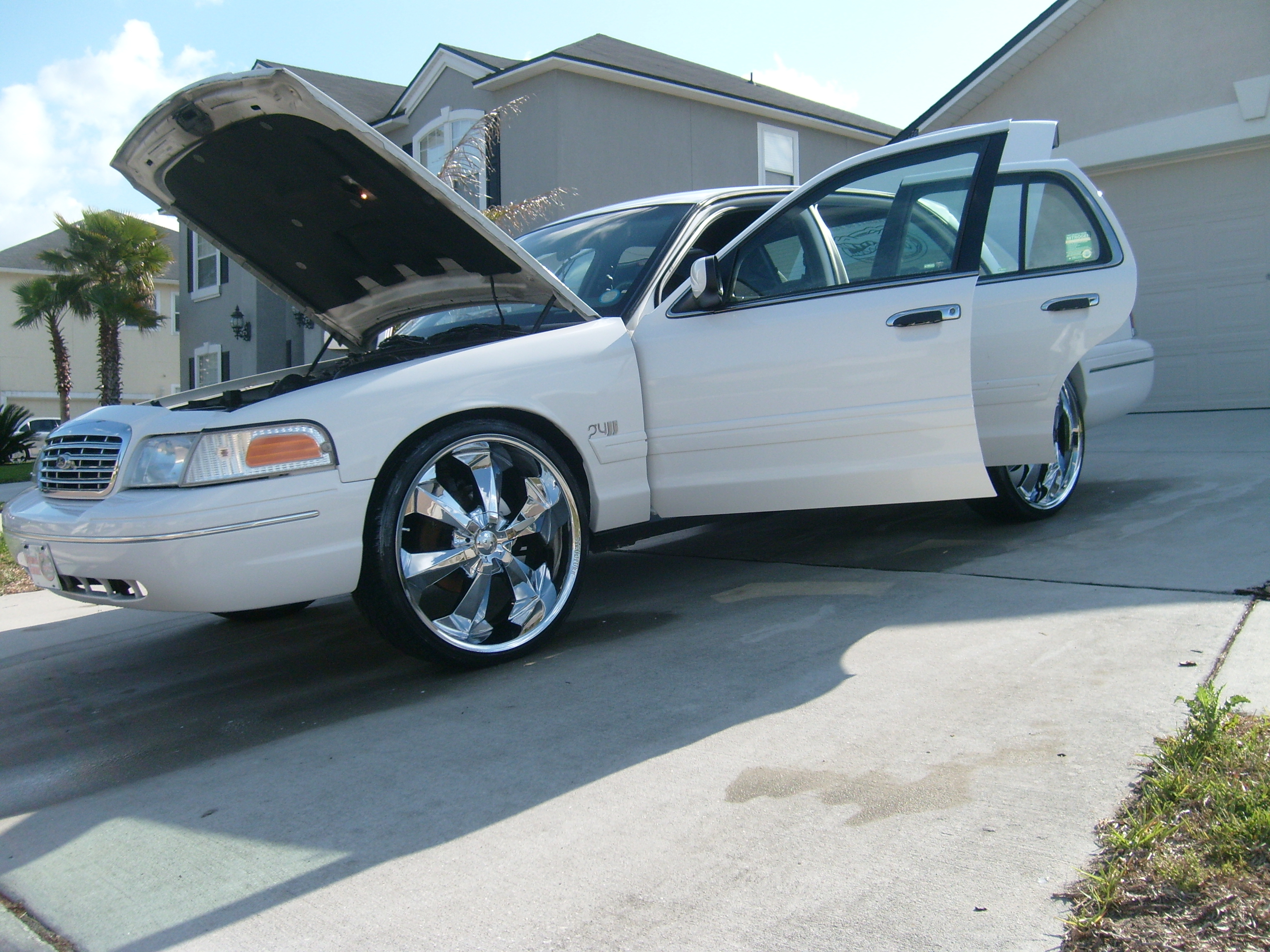 Famousboy22 2001 Ford Crown Victoria