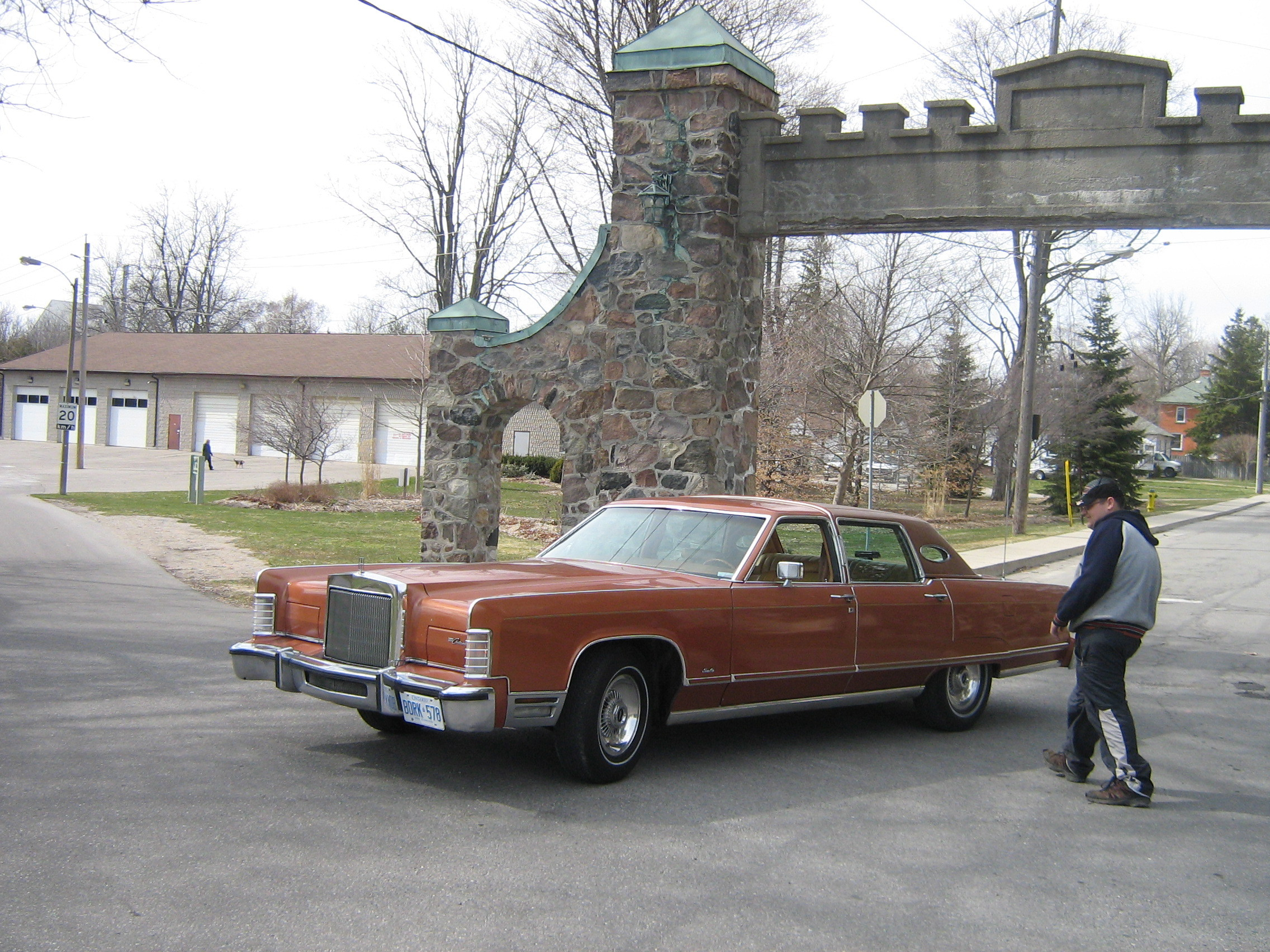 One_Fast_Omni 1977 Lincoln Continental 12919918