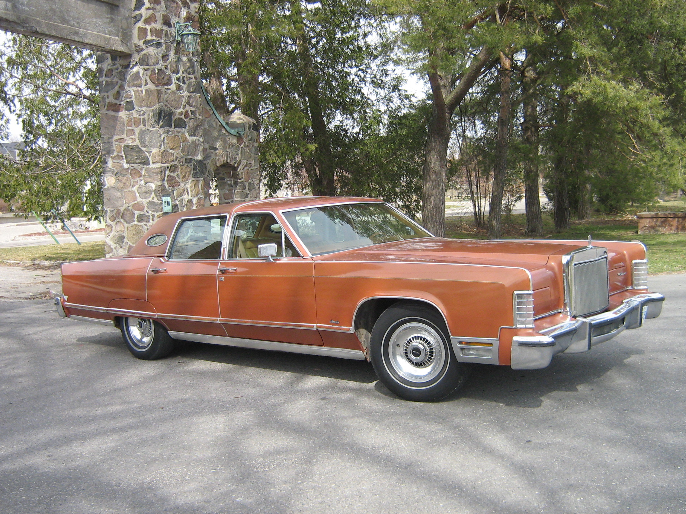One_Fast_Omni 1977 Lincoln Continental 12919920