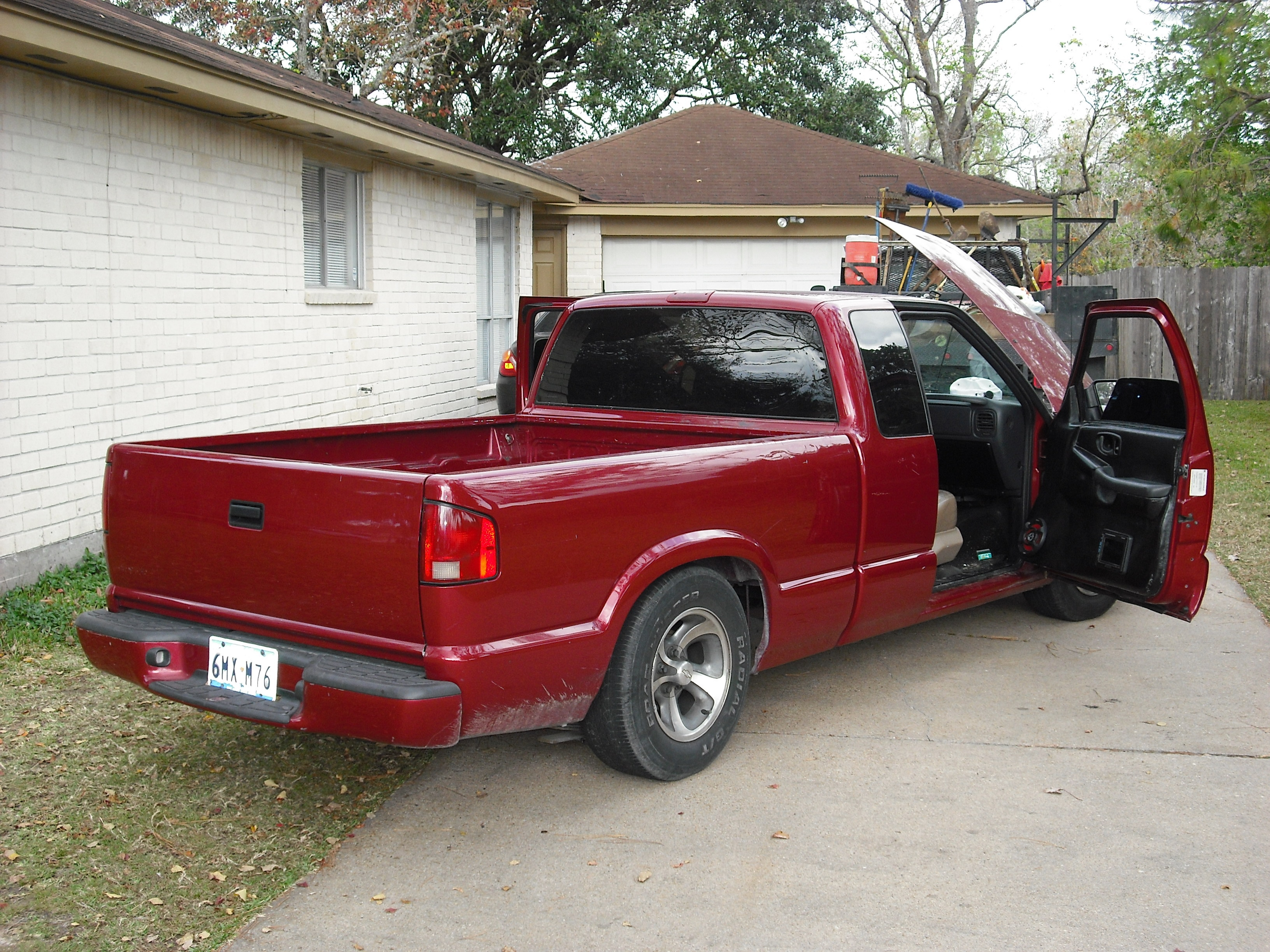ghettofabalous2k 2000 chevrolet s10 regular cab specs photos modification info at cardomain. Black Bedroom Furniture Sets. Home Design Ideas