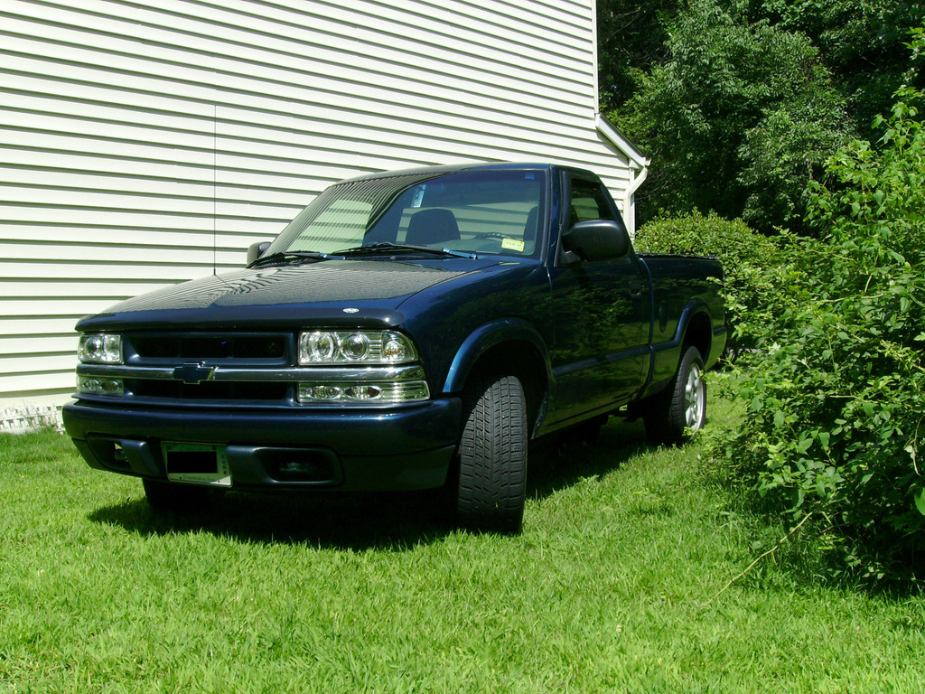 pyroman6x9x9 2000 chevrolet s10 regular cabshort bed specs photos modification info at cardomain. Black Bedroom Furniture Sets. Home Design Ideas