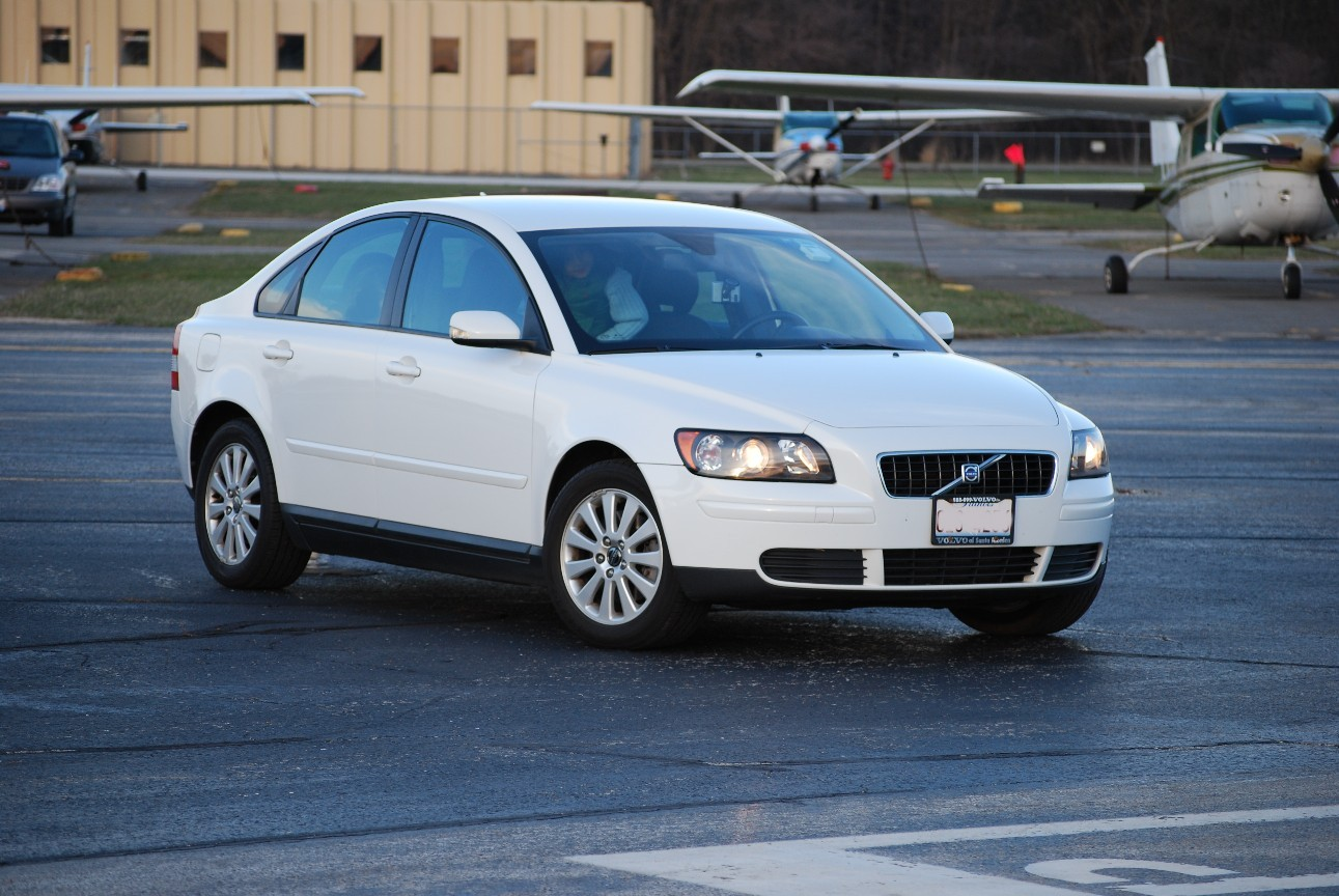 Used 2005 Volvo S40 Pricing & Features | Edmunds