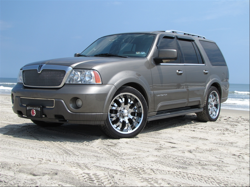 sikuztoms 39 s 2004 lincoln navigator in whitehall pa. Black Bedroom Furniture Sets. Home Design Ideas