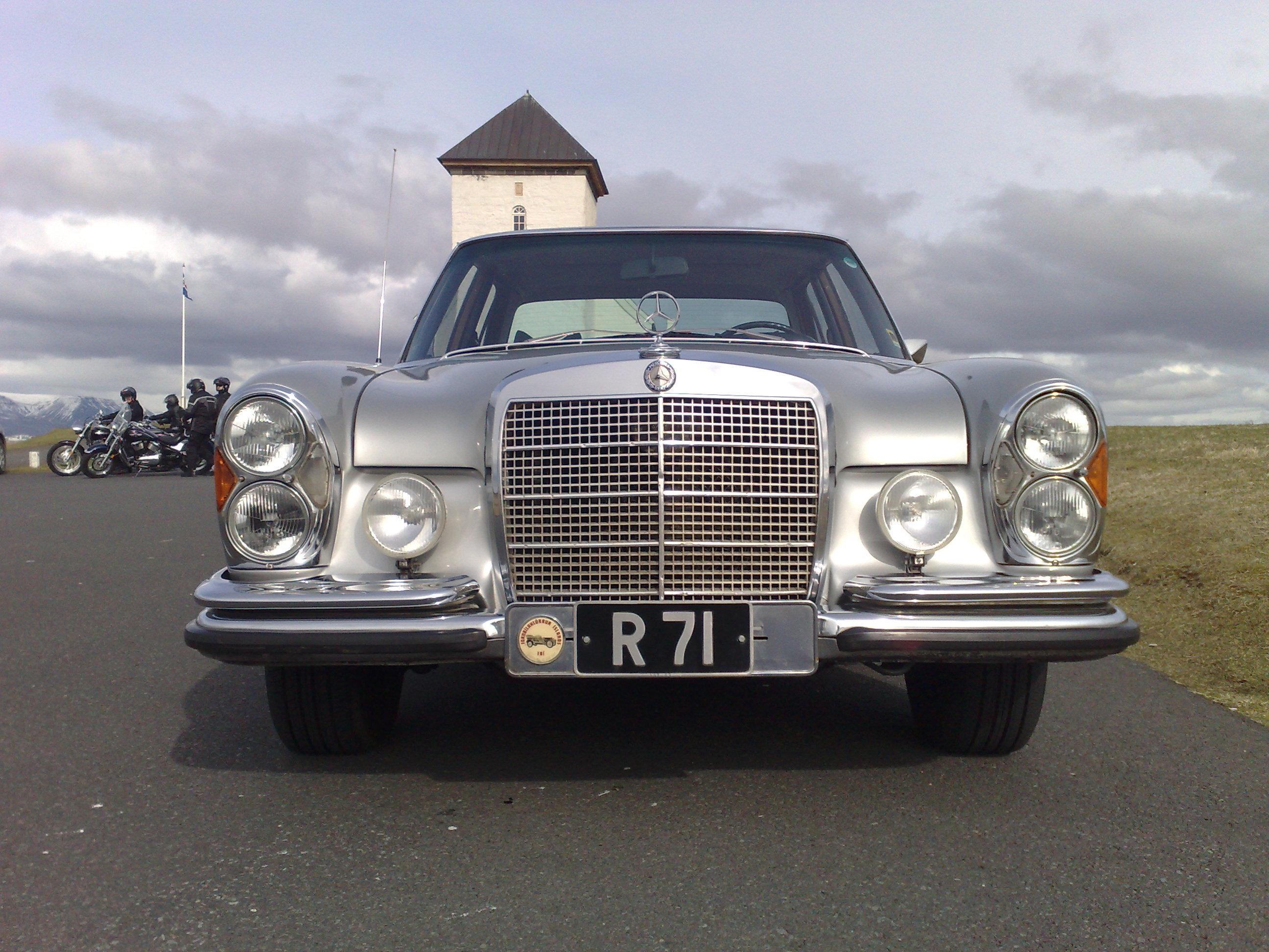 Gmg iceland 39 s 1972 mercedes benz 280se in for 1972 mercedes benz