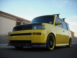 Autoboxs 2005 Scion xB