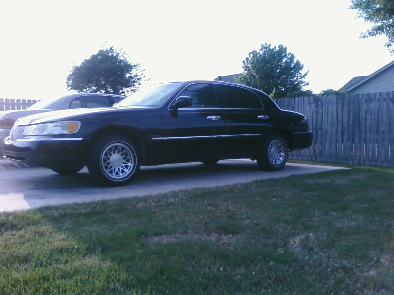 fordryda 1998 lincoln town carcartier sedan 4d specs. Black Bedroom Furniture Sets. Home Design Ideas