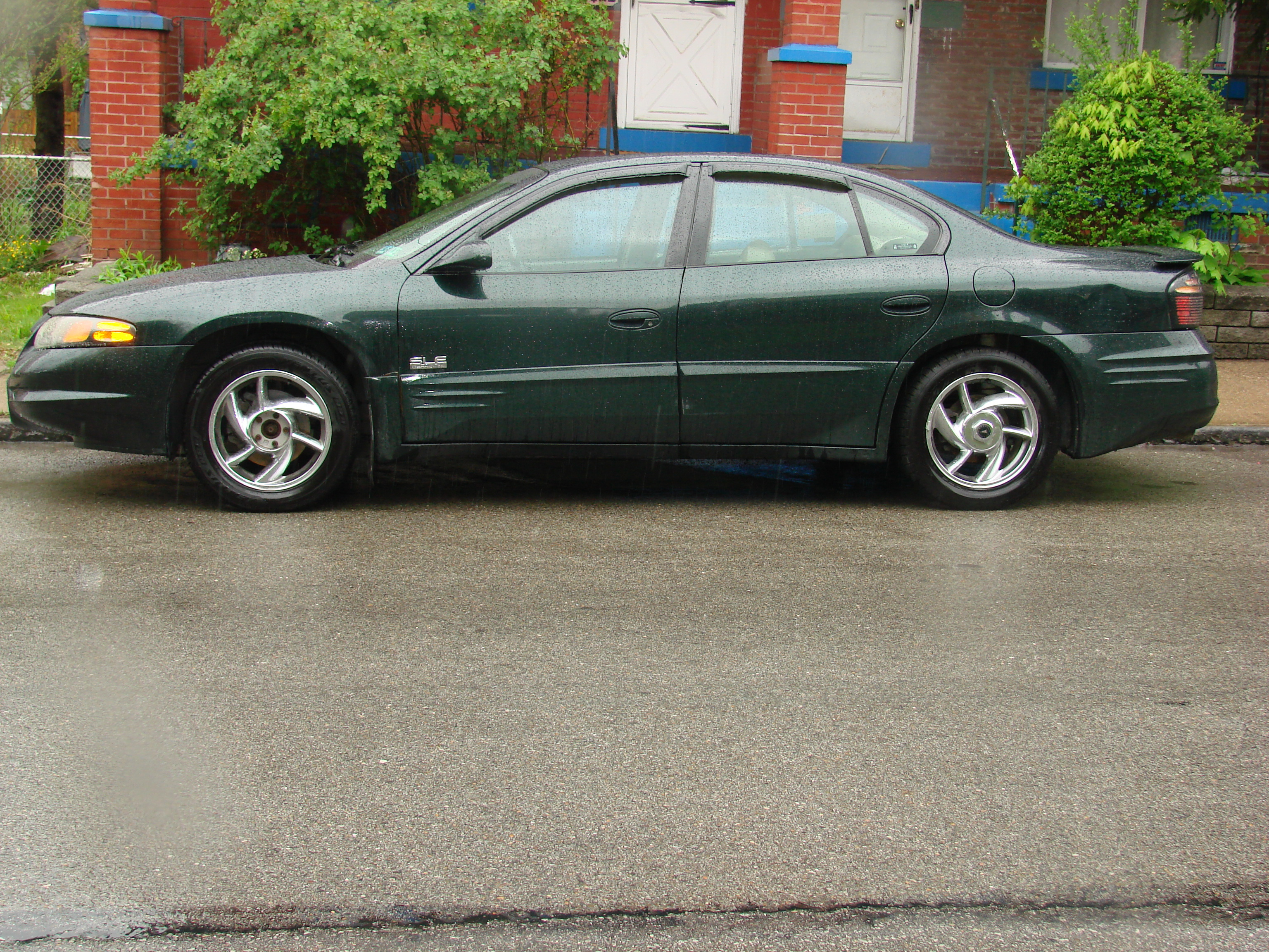 Another richmook4 2001 Pontiac Bonneville post... - 13052603