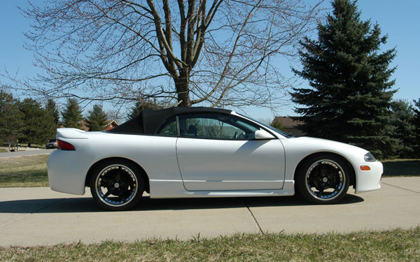 Efnetoper 39 s profile in eagle wi for Garage mitsubishi valence