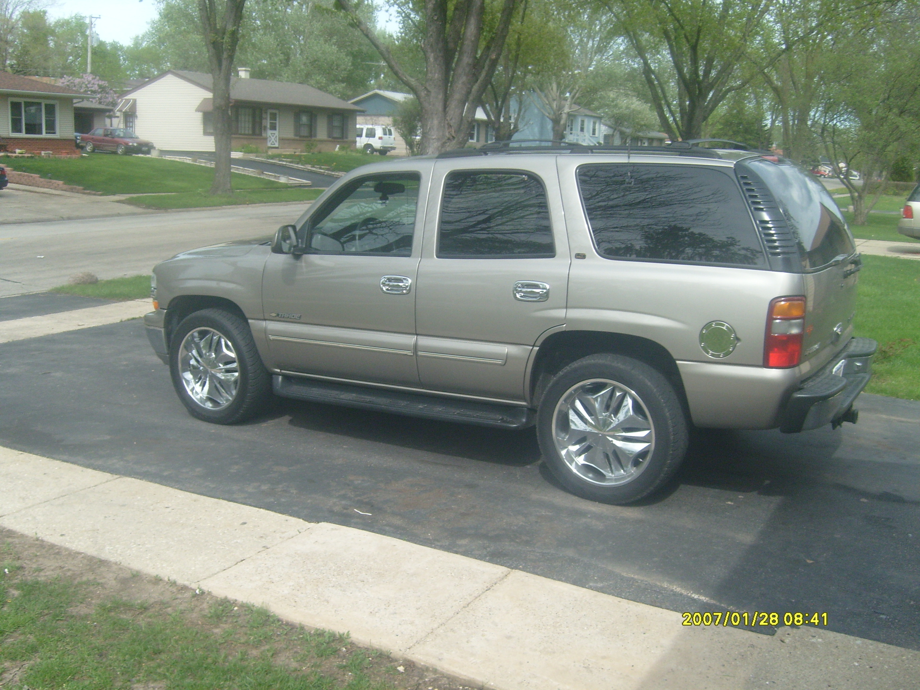 Another chivacola 2001 Chevrolet Tahoe post... - 13495576