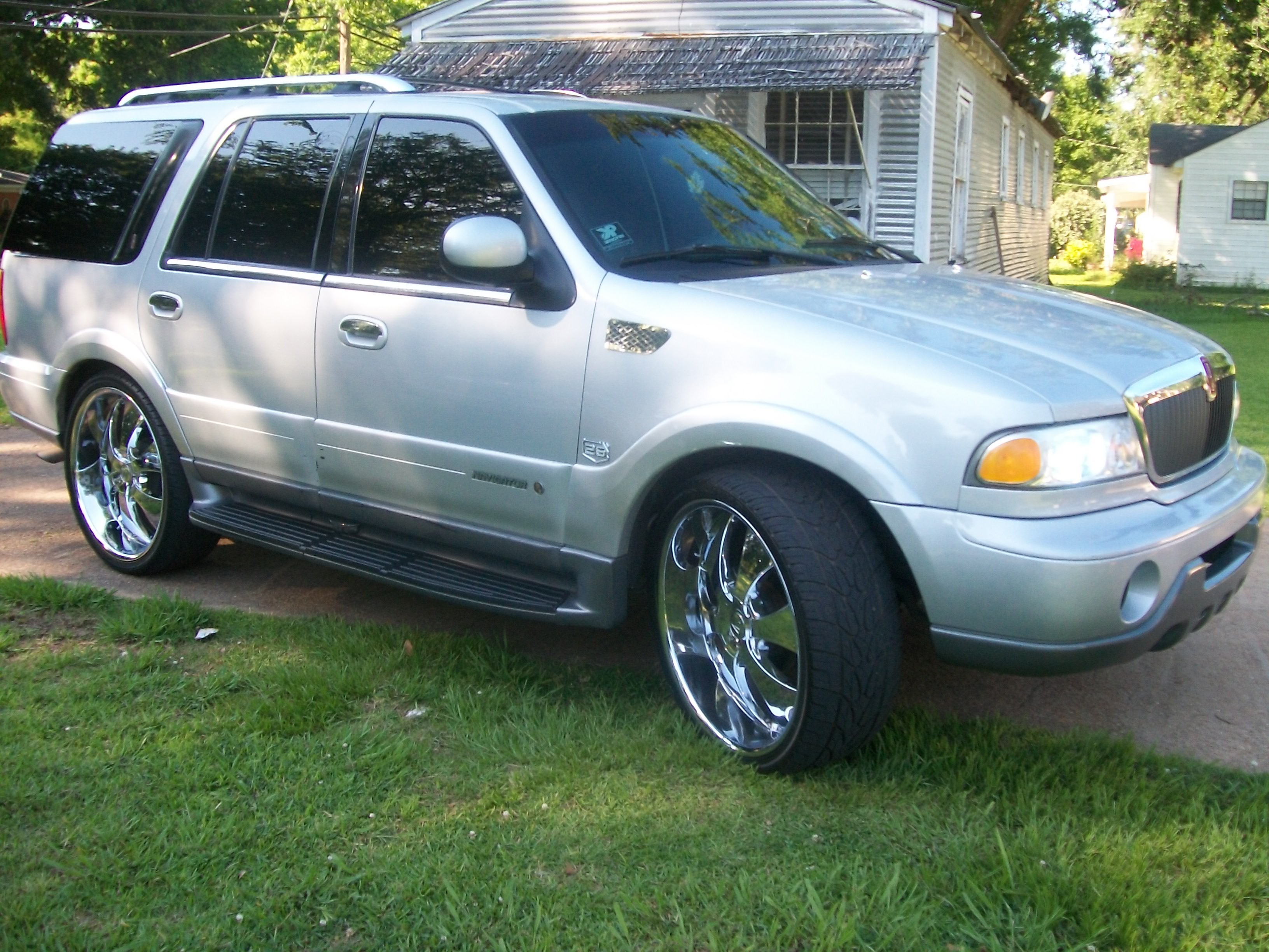 Russellboi 2001 Lincoln Navigator Specs Photos Modification Info At Cardomain