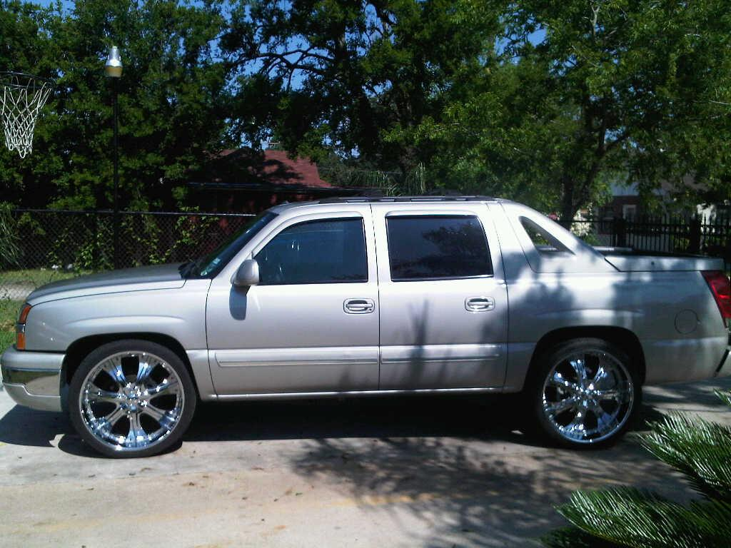 brian perez87 2004 chevrolet avalanche specs photos modification info at cardomain. Black Bedroom Furniture Sets. Home Design Ideas