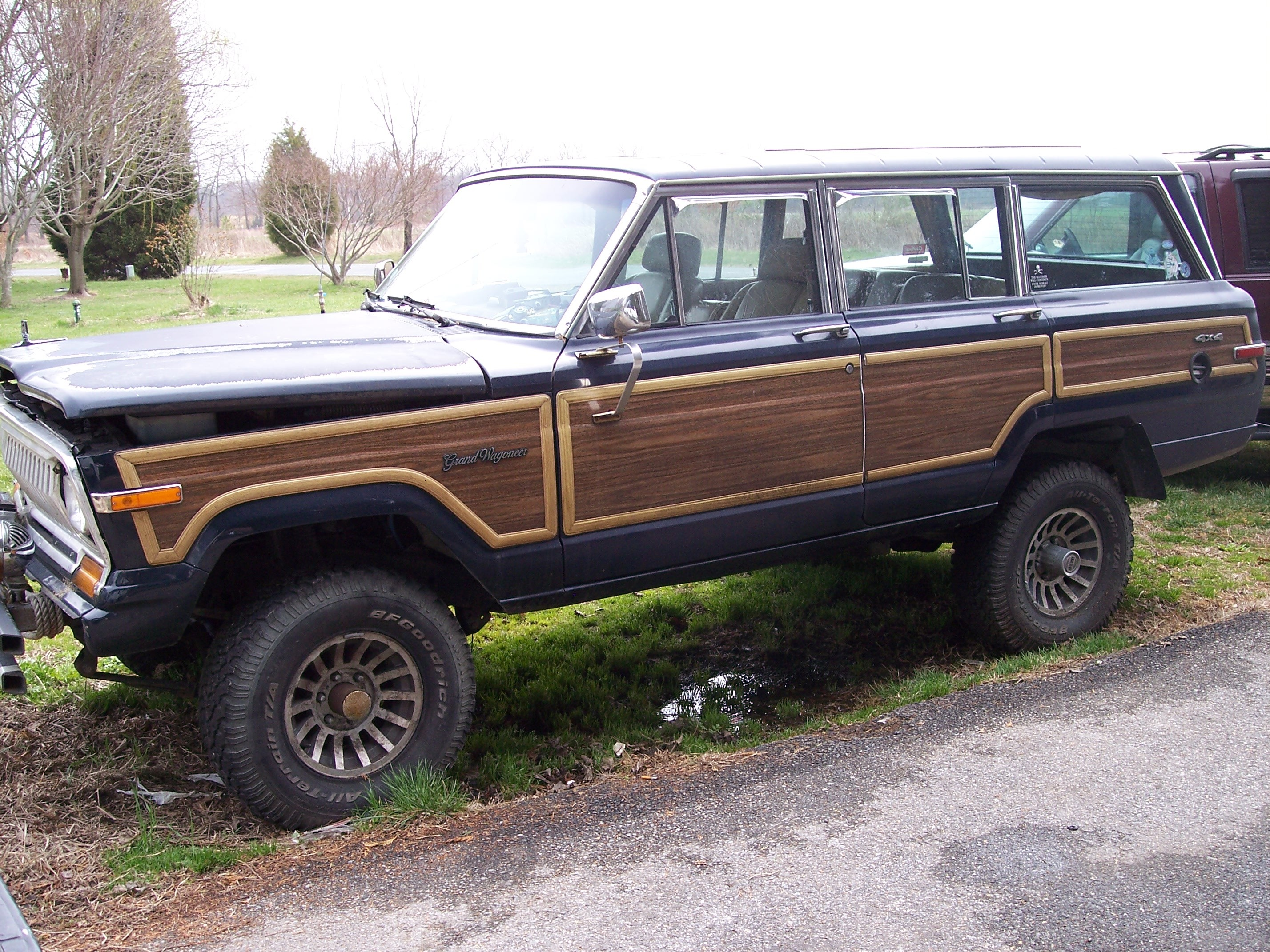 SQUIDLESS 1987 Jeep Grand Wagoneer
